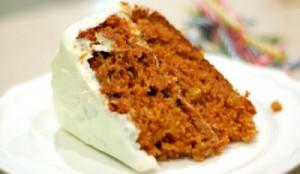 Torta de zanahorias con cobertura de queso